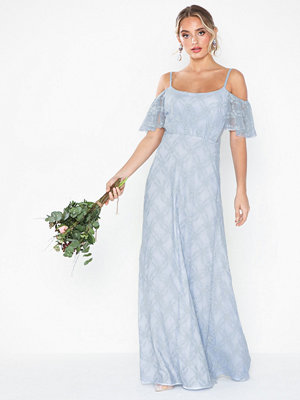 NLY Eve Dream Off Shoulder Lace Gown Ljus Blå