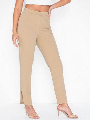 NLY Trend beige byxor Crepe Slit Pants