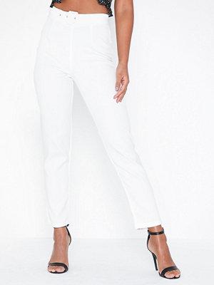 Missguided vita byxor Belt Cigarette Trousers