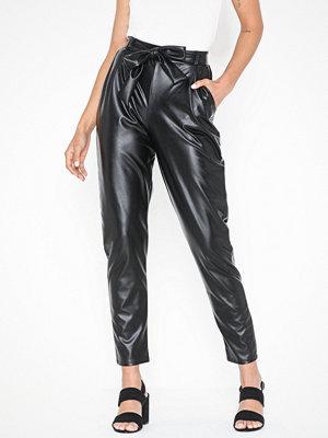 NLY Trend svarta byxor Dressed PU Pants