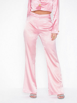 NLY Trend cremefärgade byxor Slim Flare Pants