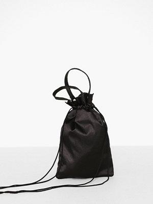 Handväskor - NuNoo Micro Cindy Satin