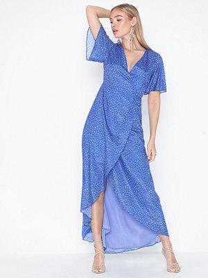 Glamorous Short Sleeve V-neck Dress