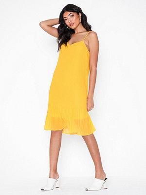 70aa2abe671d Snygga klänningar med v-ringning online - Modegallerian