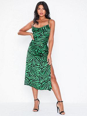 Festklänningar - NLY Eve Waterfall Satin Midi Dress