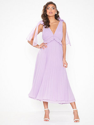 True Decadence V Neck Plissé Dress