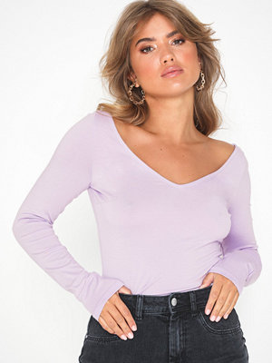 NLY Trend Flirty Shoulder Top Lila