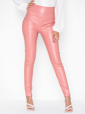 NLY One gammelrosa byxor Leatherlook Pant