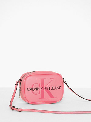 Calvin Klein Jeans gammelrosa axelväska med tryck Sculpted Monogram Camera Bag