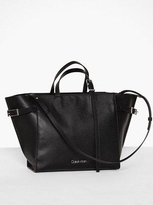 Handväskor - Calvin Klein Extended E/W Shopper