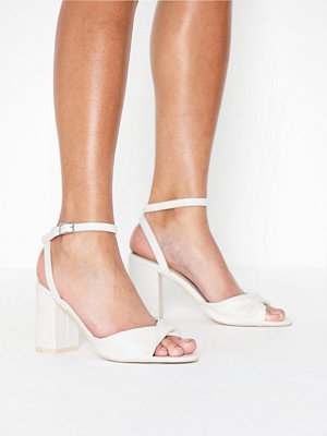 Pumps & klackskor - NLY Shoes Twist Heel Sandal Vit