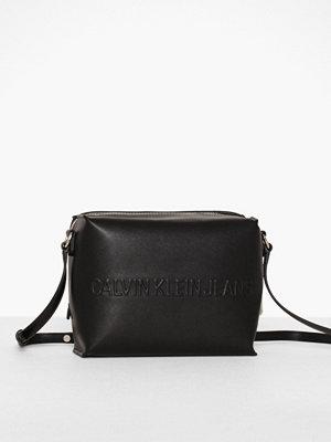 Calvin Klein svart axelväska Box Camera Bag