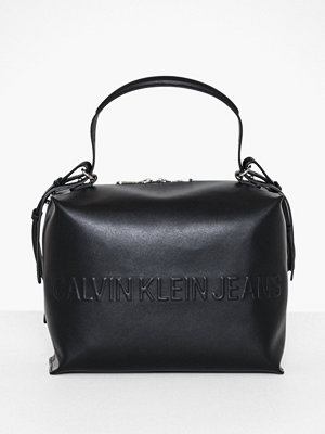 Calvin Klein Jeans svart axelväska Box Satchel