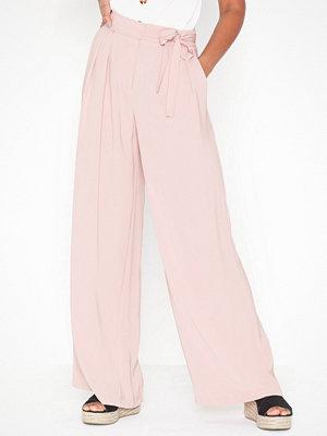 NLY Trend cremefärgade byxor Flowy Tie Pants