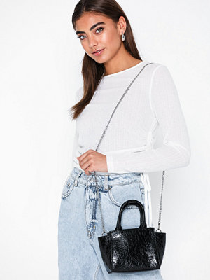 NLY Accessories svart väska Chic Mini Bag