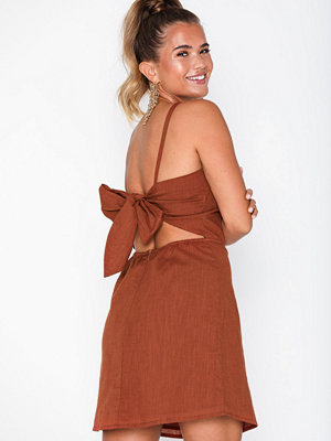 NLY Trend Detailed Back Dress