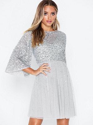 Festklänningar - Maya Flutter Sleeve Mini Dress
