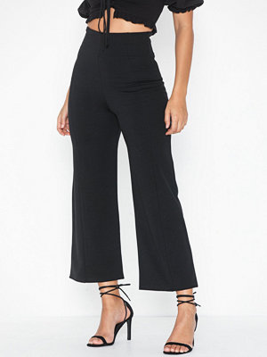NLY One svarta byxor Shape High Waist Culotte