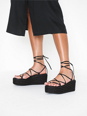 NLY Shoes Braided Strap Plateau Heel