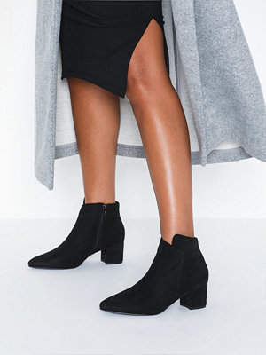 Duffy Assymetric Boots