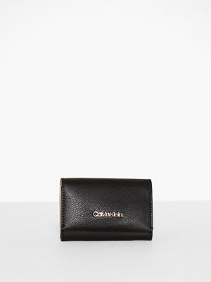 Calvin Klein Enfold Card Holder Wallet