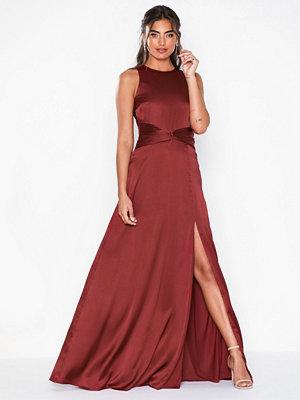 Festklänningar - NLY Eve Sportscut Satin Gown