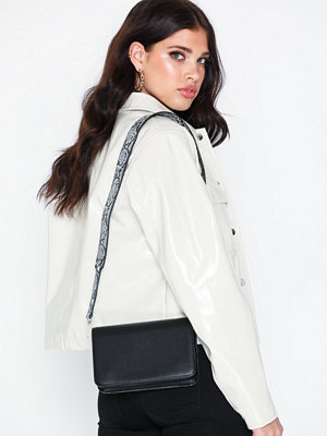 Vero Moda svart axelväska Vmastin Cross Body Bag