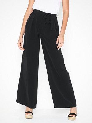 NLY Trend svarta byxor Flowy Tie Pants