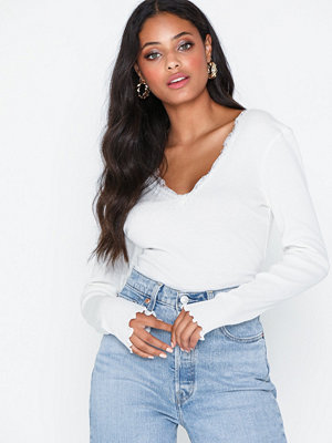 Toppar - NLY Trend Deep V Lace Top