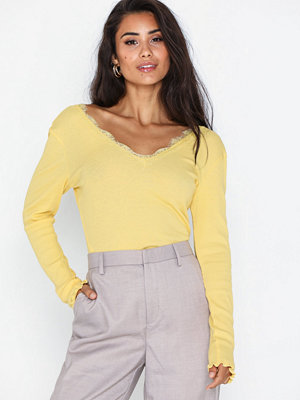 NLY Trend Deep V Lace Top