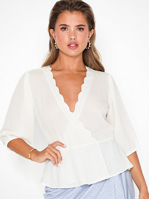 NLY Trend Wave Wrap Top
