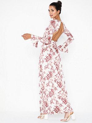 NLY Eve Flounce Sleeve Gown