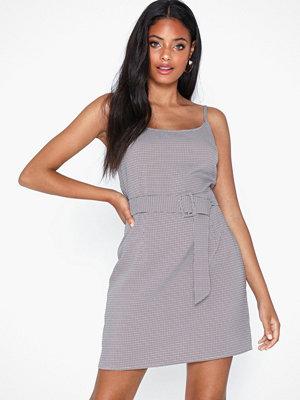 Missguided Herringbone Check Belted Dress