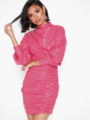NLY Trend Draped PU Dress Rosa
