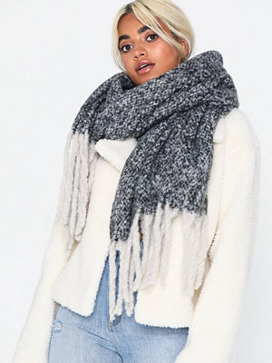 Halsdukar & scarves - NLY Accessories Giant Fuzzy Scarf