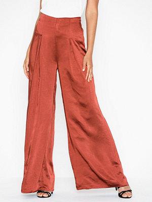Glamorous röda byxor Satin Trousers