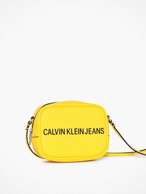 Calvin Klein Jeans gul axelväska Sculpted Camera Bag Lemon
