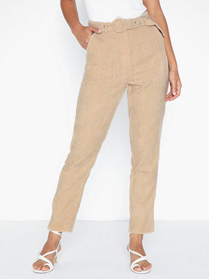 Missguided beige byxor High Waisted Belted Trousers