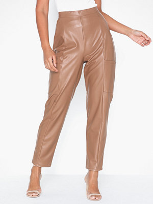 NLY One beige byxor Leather Look Cargo Pant