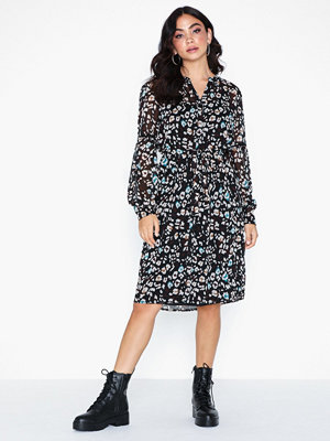 Sisters Point Isra Dress