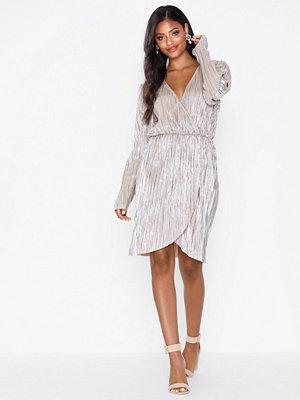 NLY Eve Shiny Pleated Dress