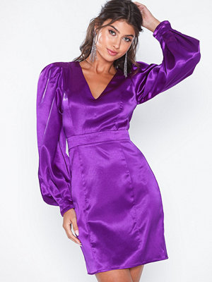 NLY Eve Balloon Sleeve Satin Dress
