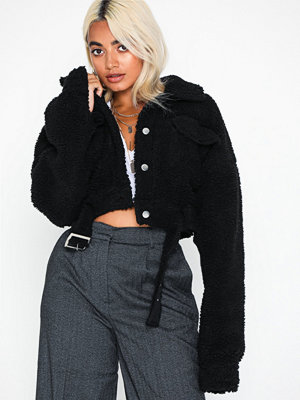 Fuskpälsjackor - Missguided Cropped Zip Detail Borg Coat
