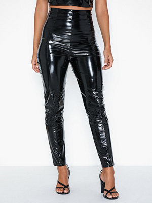 NLY One svarta byxor Shape High Vinyl Pants