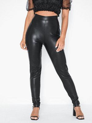NLY Trend svarta byxor On Point Pu Pants