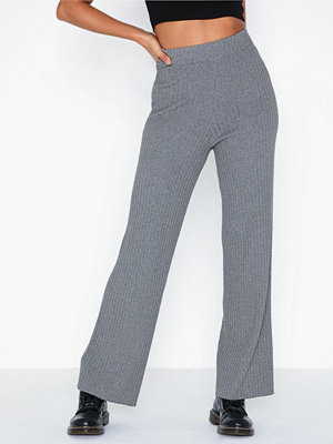 NLY Trend grå randiga byxor Relaxed Knit Pants
