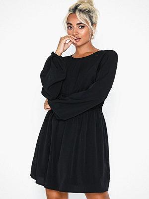 NLY Trend LS Volume Back Focus Dress