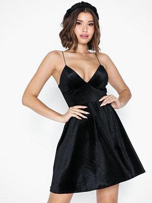 NLY One Skater Velvet dress