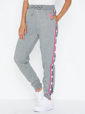 Svea byxor med tryck Svea Woven Logo Tape Sweat Pants
