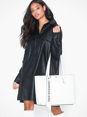 Handväskor - Calvin Klein Jeans Ckj Banner Ew Shopper